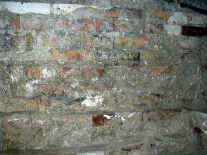 Mury poddane działaniu środka Hermon
